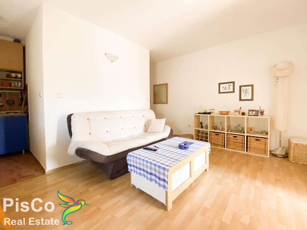 Prodaje se dvosoban namješten stan u centru Budve
