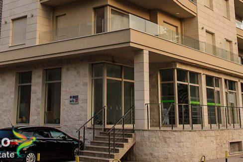Prodaje se poslovni prostor u Budvi veoma prostoran po dobroj cijeni