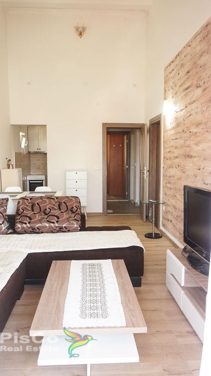 Izdaje se lijepo namjesten dvosoban stan kod Bazara sa parking mjestom 75m2 Podgorica