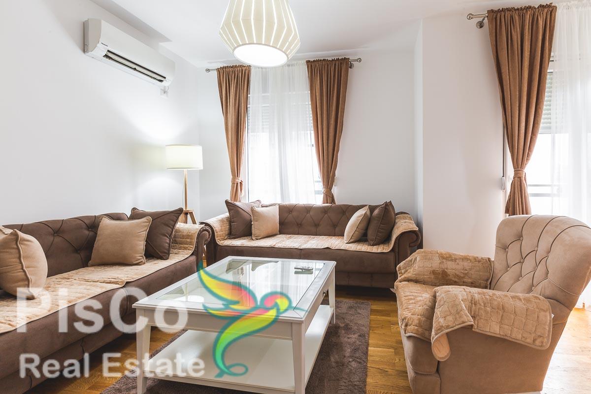Izdaje se luksuzno opremljen jednosoban stan u City Kvartu 50m2