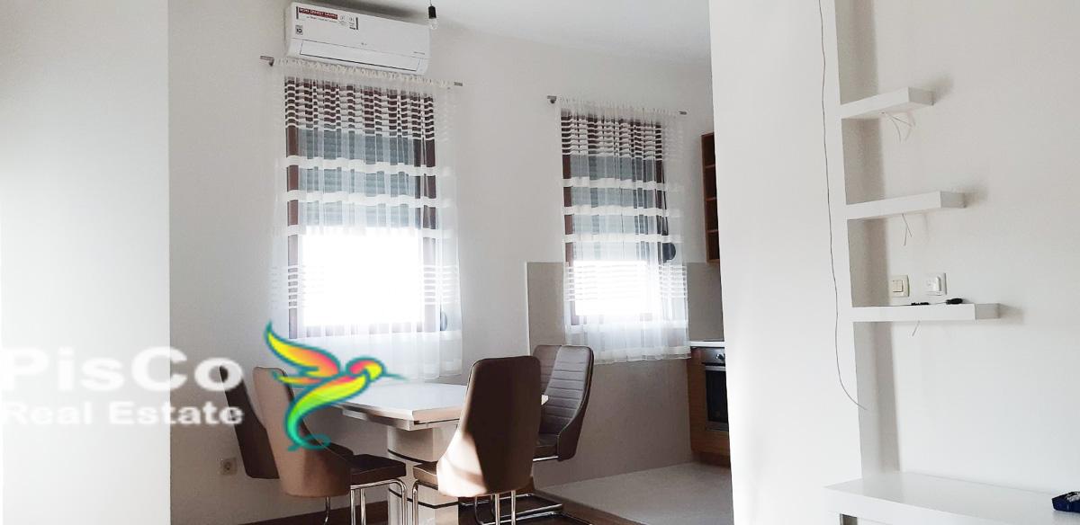 Izdaje se luksuzno opremljen jednosoban stan kod Sahat Kule sa garažom 45m2 Podgorica