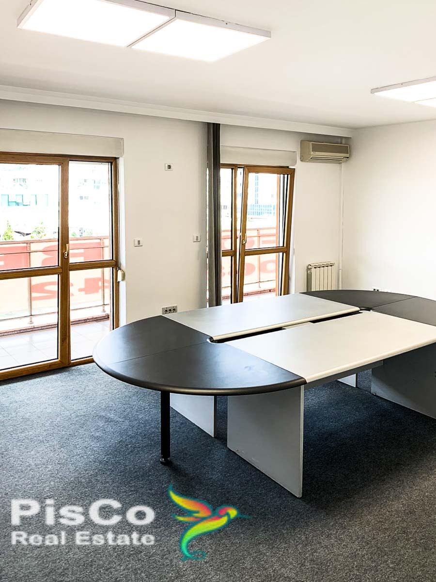 Izdaje se kancelarijski prostor na bulevaru Petra Cetinjskog 140m2