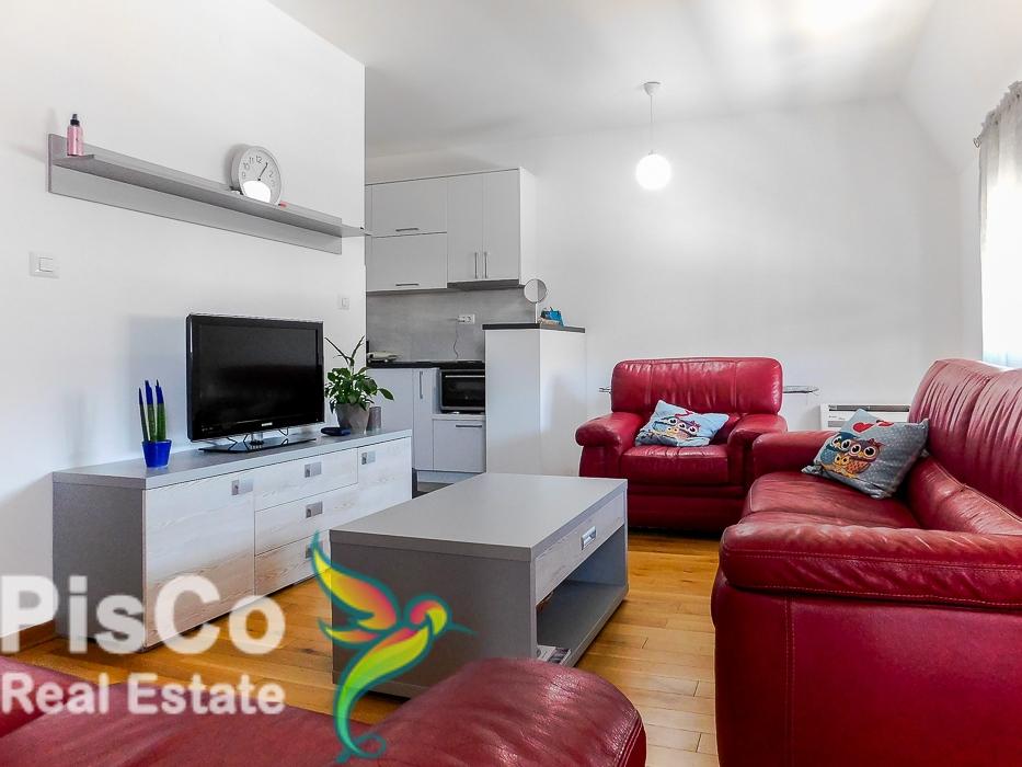 Izdaje se jednosoban lijep stan u Novoj Dalmatinskoj ulici + parking mjesto