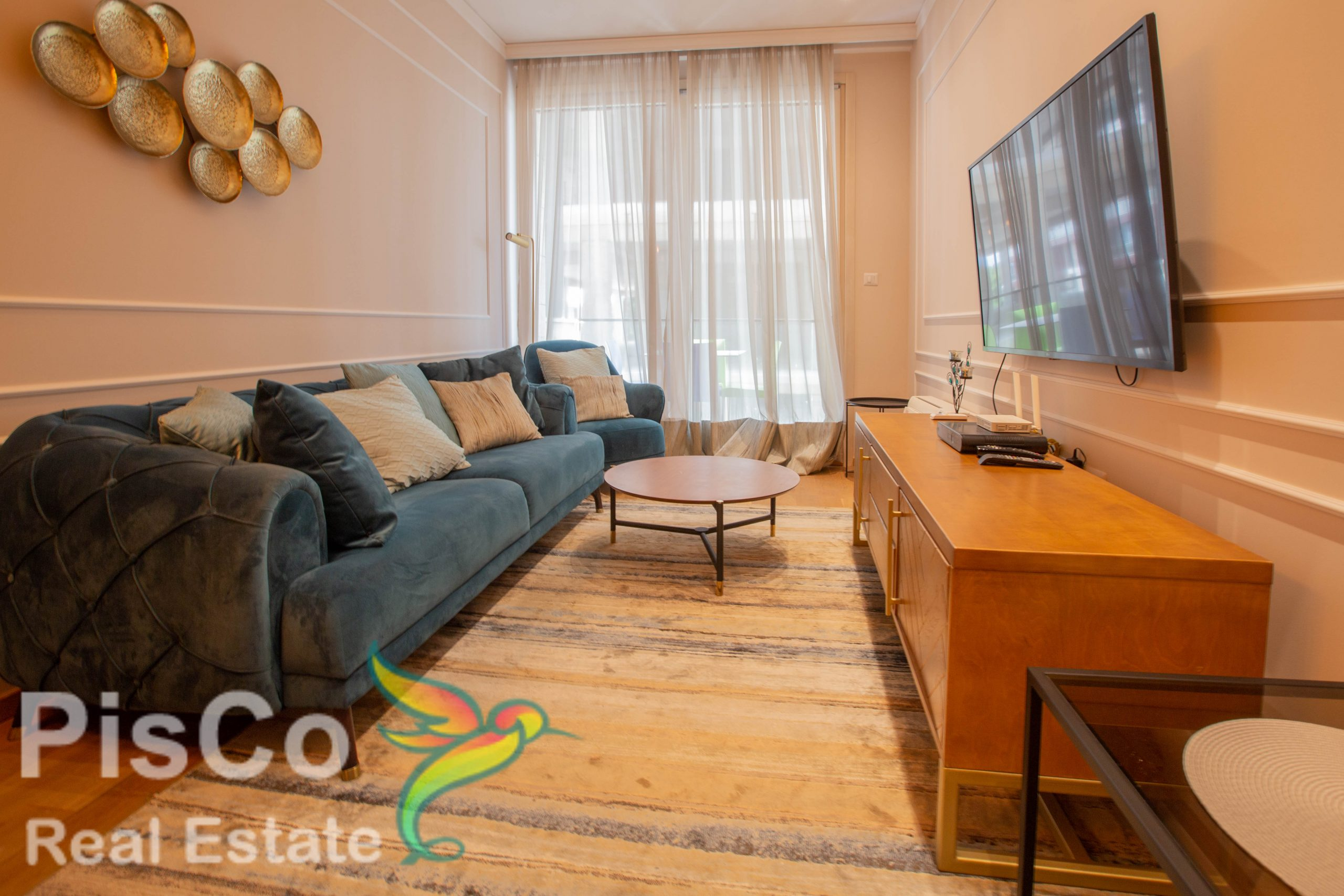 A one-bedroom lux apartment is rented in the Oasis building