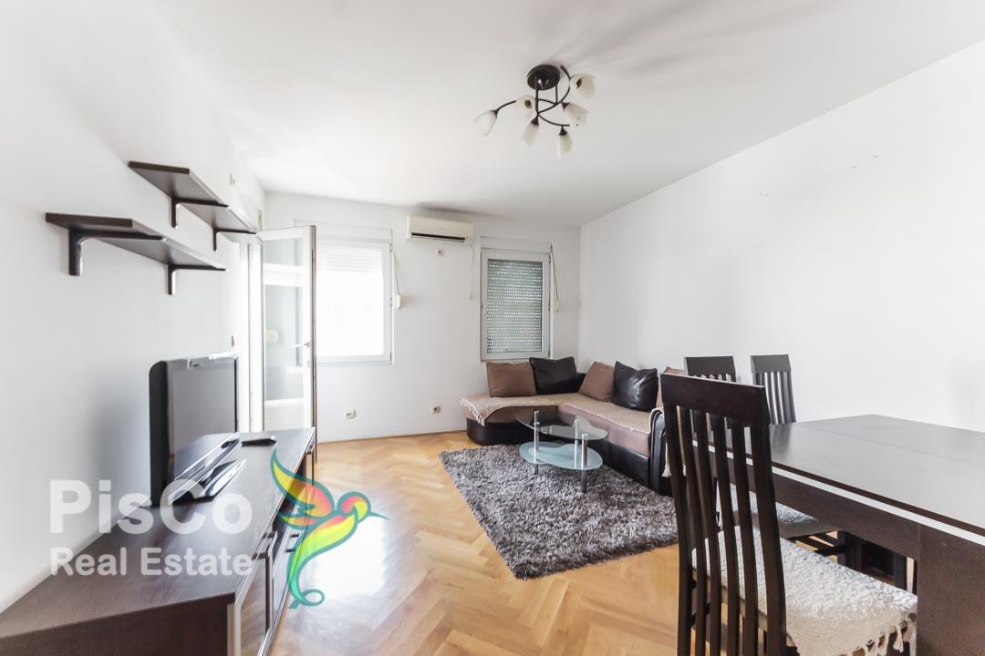 Izdaje se lijepo opremljen dvosoban stan u Bloku 9 | Podgorica