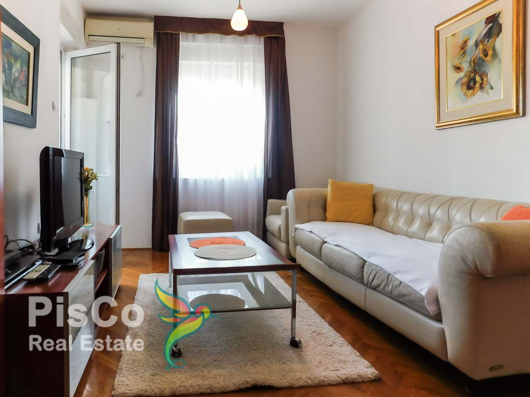 There's a two-bedroom apartment in Block 9 | podgorica