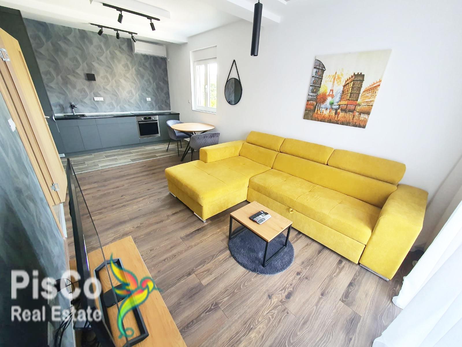 Izdaje se jednosoban luksuzni stan u Dalmatinskoj ulici 45m2