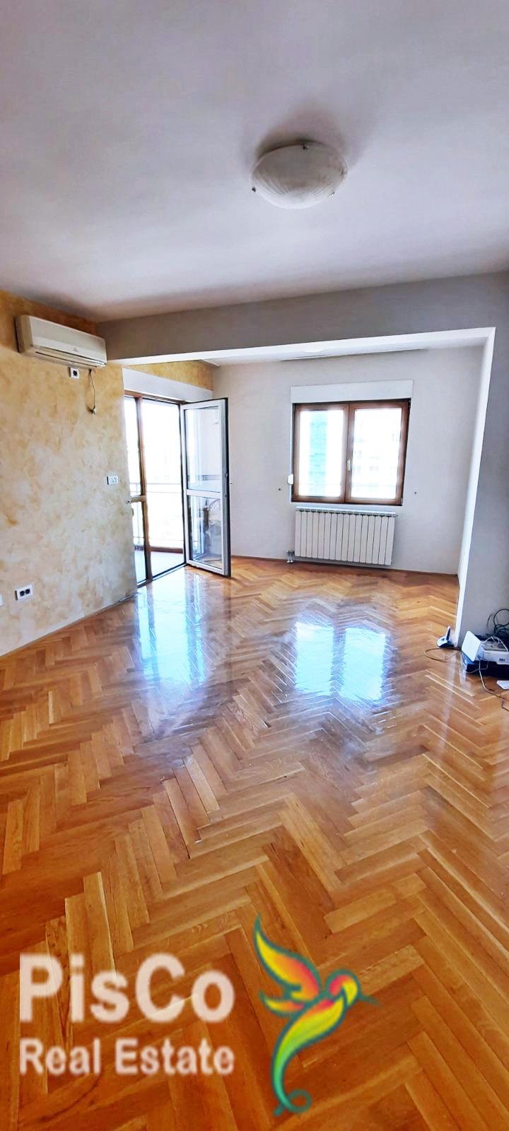Na prodaju veliki jednosoban stan kod hotela Premijer – Preko Morače 57m2